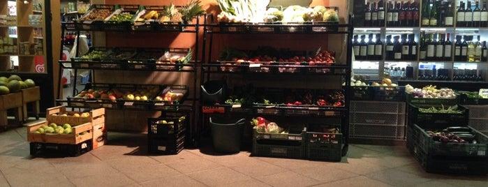 Cafeteria Es mercat is one of Menorca.