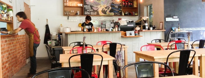 Curbside Cafe & Wine Bar is one of Cafes To Visit!.