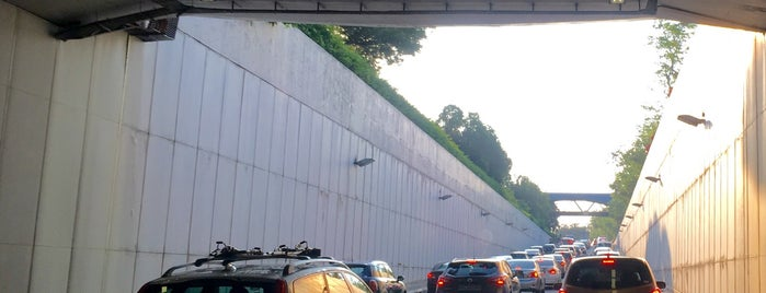 Dunearn Underpass is one of Non Standard Roads in Singapore.