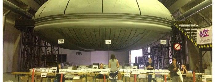 UFO hangár is one of Megnézni.