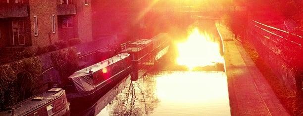 Regents Canal Footbridge is one of Terminais!.