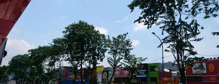 Jalan Bulevar Kelapa Gading is one of All-time favorites in Indonesia.