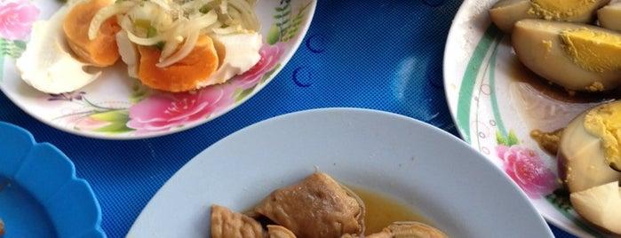 ข้าวต้มผีบ้า สถานีรถไฟ is one of Top picks for Thai Restaurants.