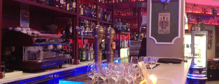 Doce Gin Club is one of valencia.