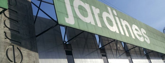 Supermercado Los Jardines is one of Varios.