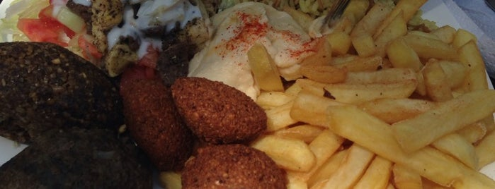 Sherezade is one of Bares, restaurantes y otros....