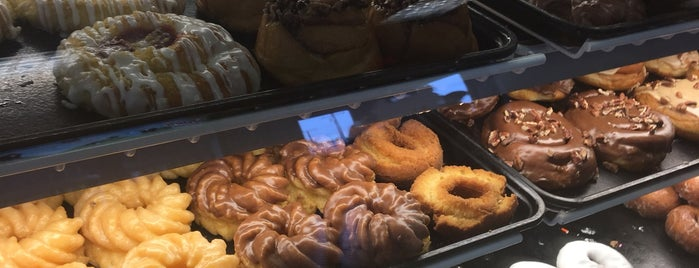 Donut Bank Bakery & Coffee Shop is one of Gotta Try Donuts!.