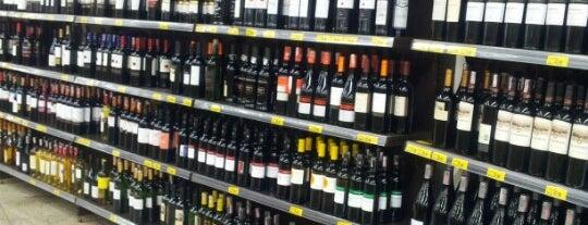 Supermercado Bretas is one of Places.