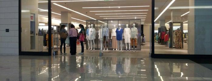 Zara is one of Tiendas en General.
