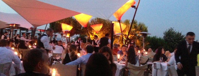 Sunset Grill & Bar is one of Istanbul - Turkey - Peter's Fav's.