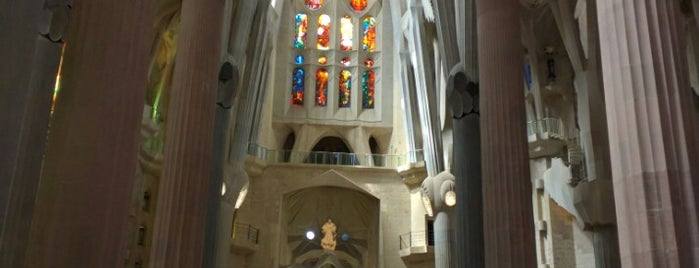 Templo Expiatorio de la Sagrada Familia is one of Go Ahead, Be A Tourist.