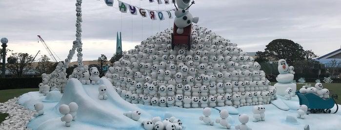 キャッスル・フォアコート is one of Disney.