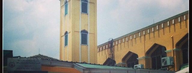 Masjid Jamek Tengku Abd Aziz Shah is one of Baitullah : Masjid & Surau.