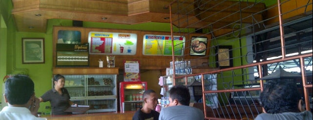 Kindys Donuts & Coffee - Stasiun Purwokerto is one of Yummy.