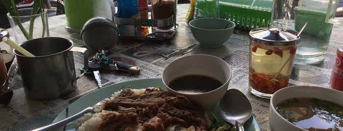 Chicken Rice: Talad Kao Rd. is one of Must-visit Thai Restaurants in Ko Pha-ngan.