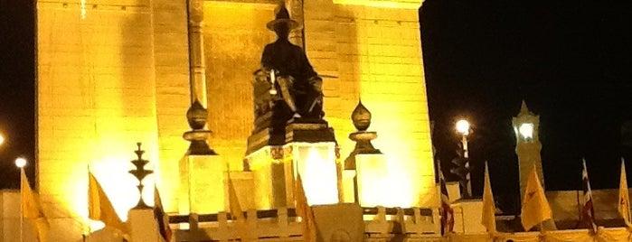 KingBuddha Yodfa Chulaloke Monument (King Rama I) is one of Around Bangkok | ตะลอนทัวร์รอบกรุงฯ.