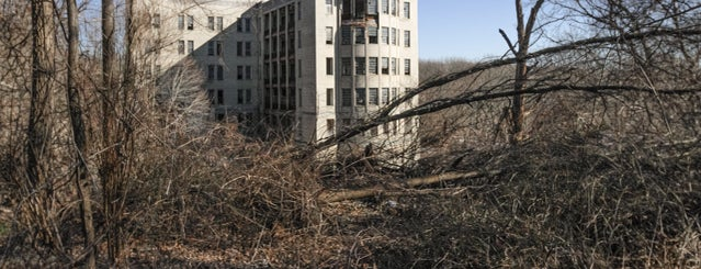 Abandoned Seaview Hospital is one of Abandoned NYC.