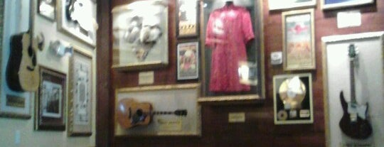 Hard Rock Cafe San Francisco is one of Dine In Restaurants.