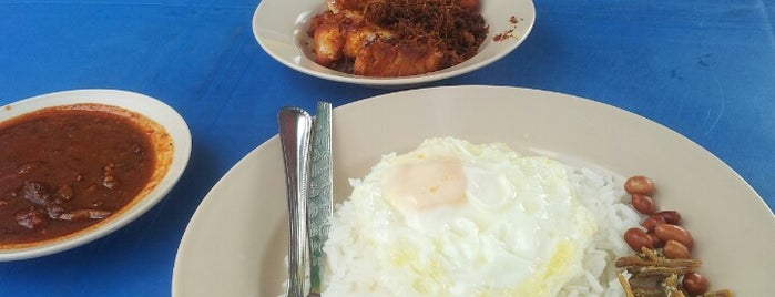 Nasi Lemak Bersinar is one of Guide to Pengkalan Chepa's best spots.