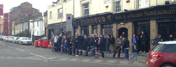 Phibbers is one of London bars to watch football.