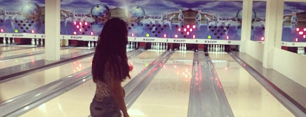 Boulevard Bowling Center is one of Lista Pessoal.