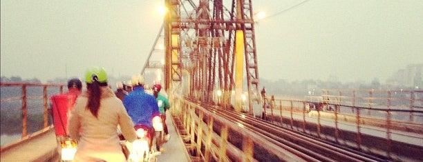 Cầu Long Biên (Long Bien Bridge) is one of Địa điểm phải tới khi ở Hà Nội.