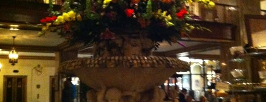 Peabody Lobby Bar is one of Great people watching.