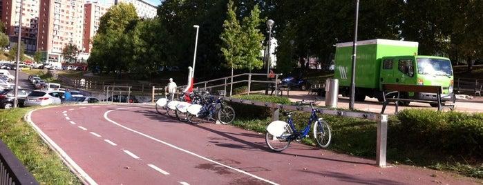 Estación de Bicicletas Bilbonbizi Bolueta is one of Estaciones de Bicicletas Bilbonbizi.