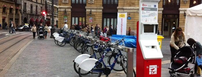 Estación de Bicicletas Bilbonbizi Arriaga is one of Estaciones de Bicicletas Bilbonbizi.