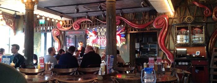 Red's True Barbecue is one of Бургеры в Лондоне.