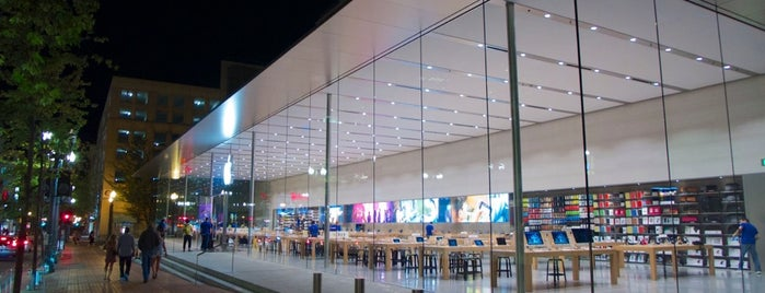Apple Pioneer Place is one of My Portland.