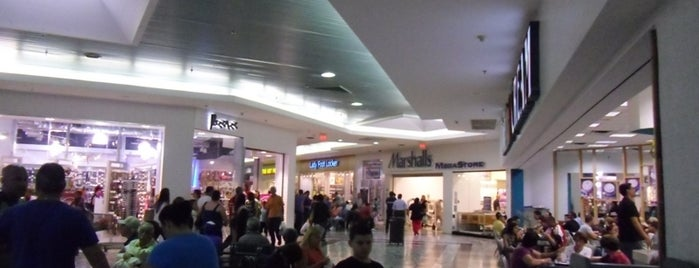 Mayagüez Mall is one of Donde pecar.
