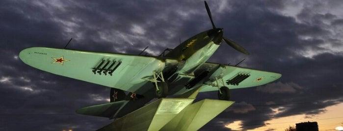 Самолёт-штурмовик Ил-2 is one of Порталы.