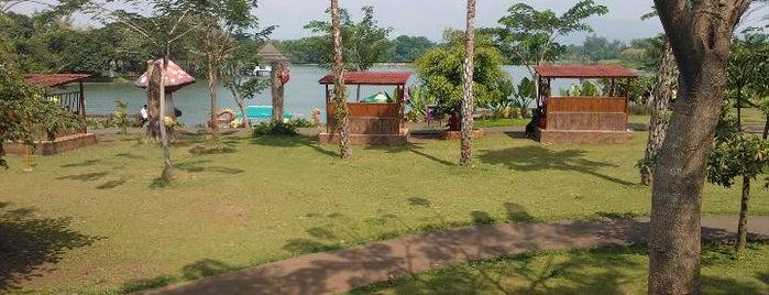 Water Kingdom Mekarsari is one of berwisata bersama keluarga.