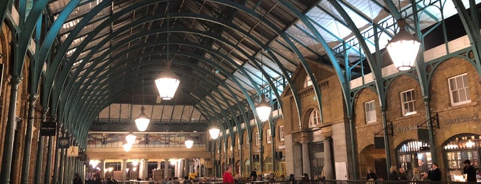 Covent Garden is one of Londres.
