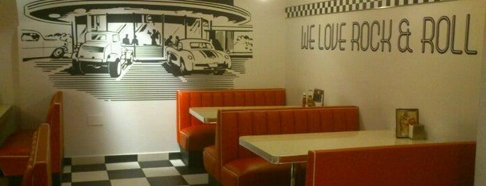 Urban Diner is one of MADRID ★ Hamburguesas ★.