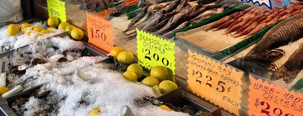 Cosenza's Fish Market is one of The Black Notebook.