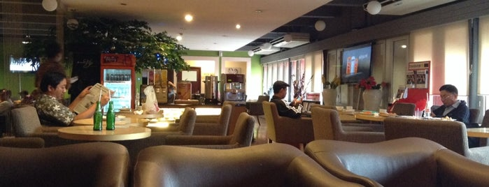 JW Lounge is one of Cafe or Coffee Shop.