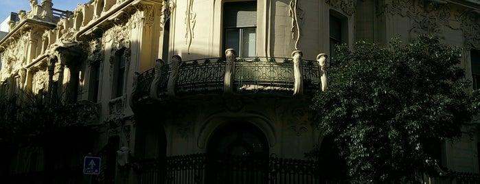 Palacio de Longoria is one of Lugares.