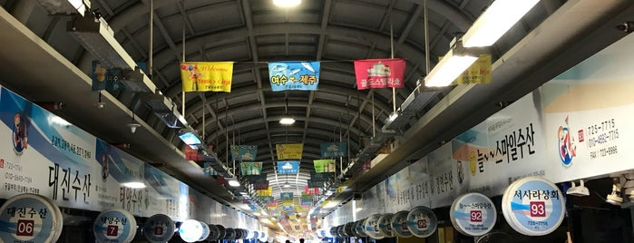 Dongmoon Fish Market is one of 제주도 맛집.
