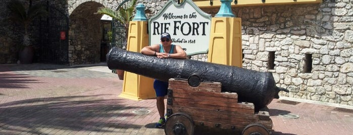 Rif Fort is one of Curaçao places.