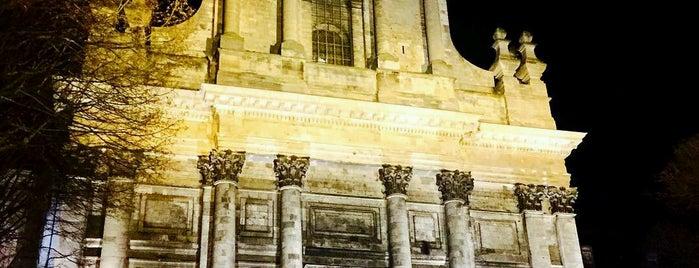 Cathédrale Notre-Dame-et-Saint-Vaast d'Arras is one of 주변장소5.