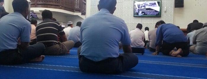Masjid Pangkalan Udara Kuala Lumpur is one of masjid.