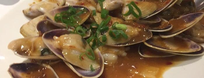 Golden Century Seafood Restaurant is one of Nom Nom Nom.