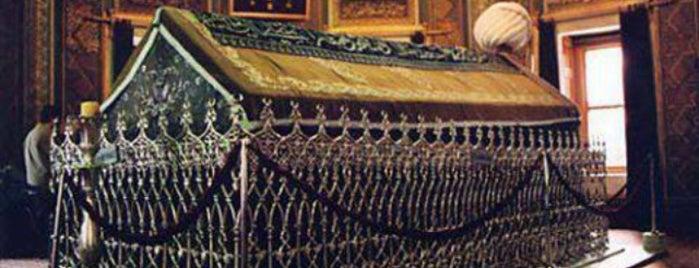 Fatih Sultan Mehmed Han Türbesi is one of yeni yerler.