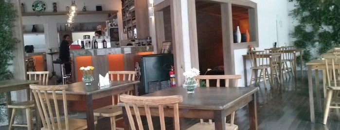 Brasiléa Café Bar is one of Brasil: restaurantes bons, bonitos e baratos.