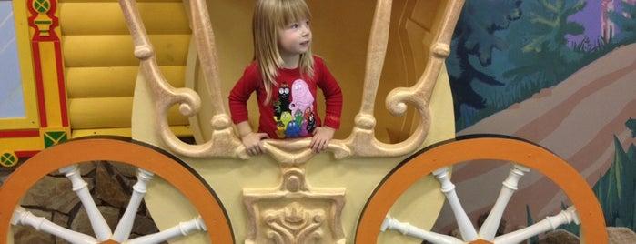 Сказкин Дом на Горьковской is one of Места для посещения с детьми СПБ.