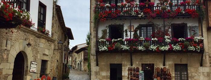Colegiata de Santillana del Mar is one of Les chemins de Compostelle.