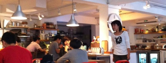 Flat White Café is one of Chill Taipei cafés w/ Wi-Fi.