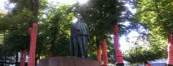 Eino Leinon patsas / Statue of Eino Leino is one of Patsaat ja muistomerkit.